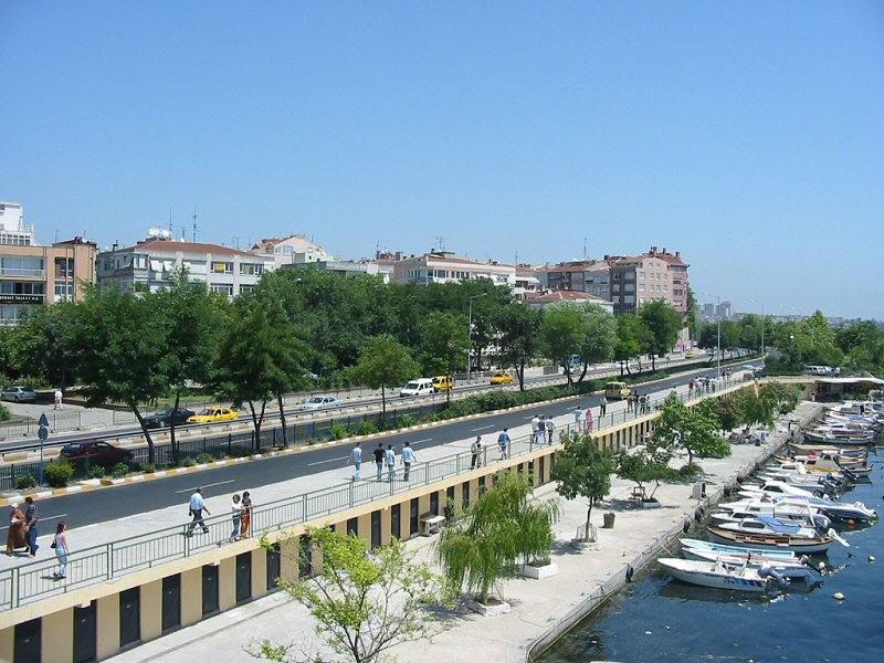 http://upload.wikimedia.org/wikipedia/commons/b/b8/Bakirkoy_seaside(2).jpg