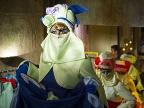 Cassiano se veste de dançarina (Foto: Flor do Caribe/TV Globo)