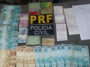 Material apreendido durante a operação da PRF (Foto: Ascom PRF / Divulgação)