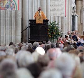 El arzobispo de Canterbury, durante el acto en la Catedral de Winchester
