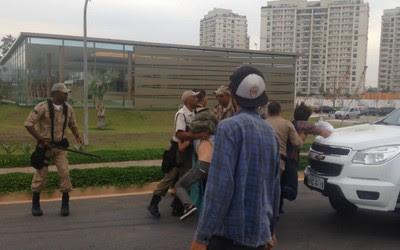Protesto acaba em confusão entre manifestantes e Guarda Municipal (Foto: Reprodução/Facebook)