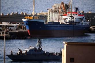 Un bateau humanitaire intercepté par la Marine israélienne, escorté au port d'Ashod (Sud d'Israël)le 5 février 2009.