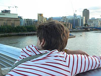 Paul sur Millenium Bridge.jpg