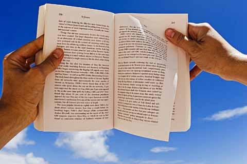 Κυκλοφόρησε το νέο βιβλίο του Μάνου Χατζηδάκη