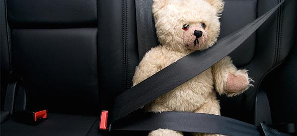 Γιατί τα παιδιά στο μπροστινό κάθισμα κινδυνεύουν ακόμα και φορώντας ζώνη