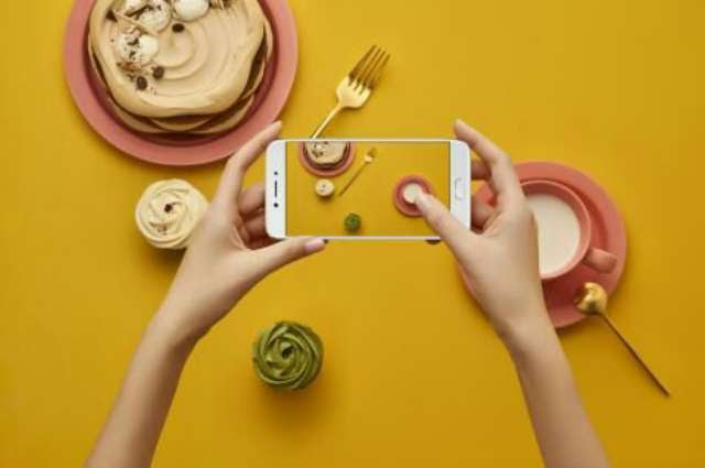 taking-picture-of-food-plate
