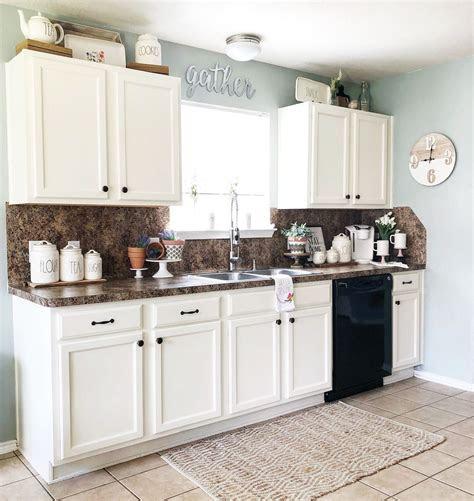 ways  decorate   kitchen cabinets