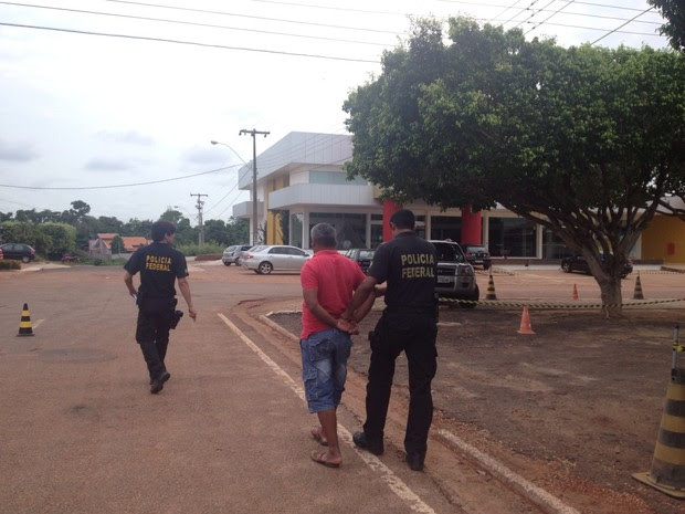 Presos durante Operação Crátons foram levados para Delegacia da Polícia Federal em Pimenta Bueno (RO) (Foto: Magda Oliveira/G1)