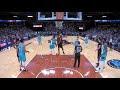 Un jugador de la NBA le pega una palmada en el trasero a su contrincante en pleno partido