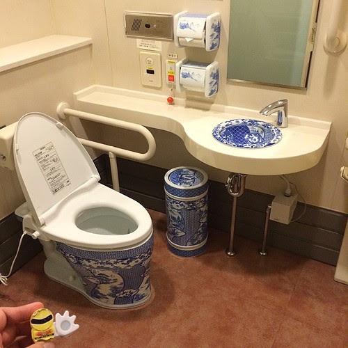 有田焼のトイレ