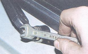 статья про снятие и установка стеклоочистителя ВАЗ 2106
