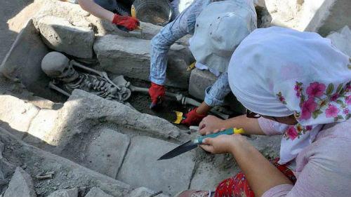ΥΠΟΚΛΙΘΗΚΑΝ στο ΜΕΓΑΛΕΙΟ της ΕΛΛΑΔΑΣ!Βρέθηκαν 65 βυζαντινοί…