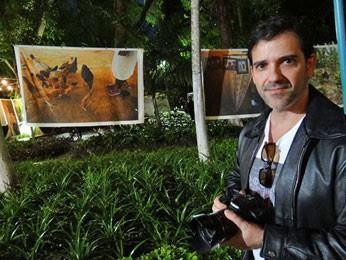 Comerciante Eduardo Guerra aprovou a mostra (Foto: Luna Markman / G1)