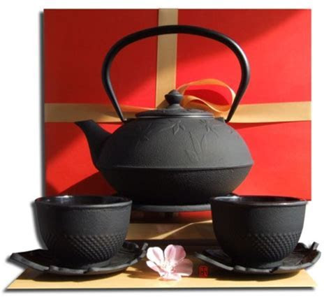 Gift Set Cups Leaf Saucers Trivet & Maple Leaf Tetsubin