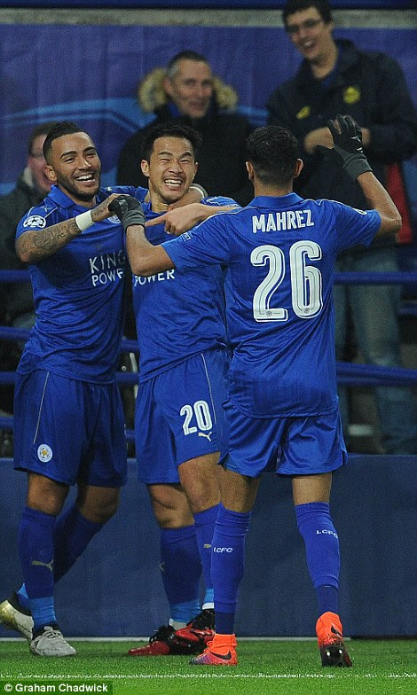 Danny Simpson and Riyad Mahrez celebrate with the goalscorer after Leicester go 1-0 up