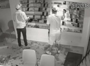 Coité: Assaltantes arrombam loja e levam 100 celulares: veja vídeo