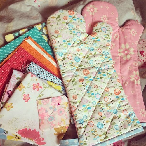 Since you asked @sew_into_my_20s <3 These are some boss oven mitts, I love them!! I've been baking so much and we have no cute kitchen things yet <3 I can't wait to use the vintage sheet cuts and ooh what wonderful blenders!! Thank you!! #handmadebirthday