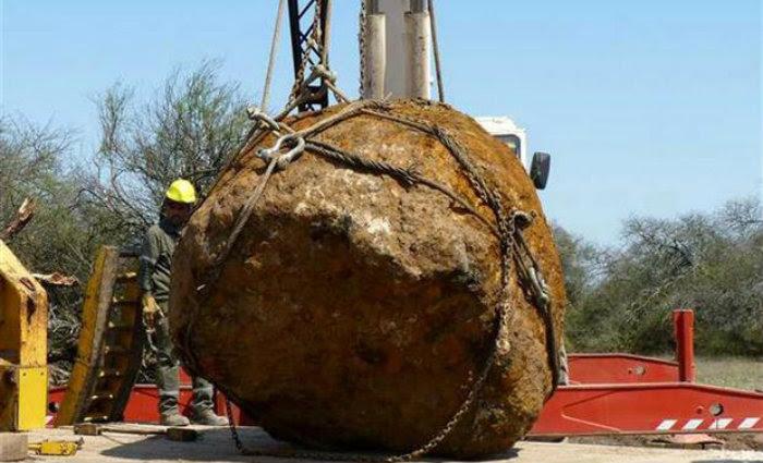 Resultado de imagem para Segundo maior meteorito do mundo é encontrado na Argentina em 2016