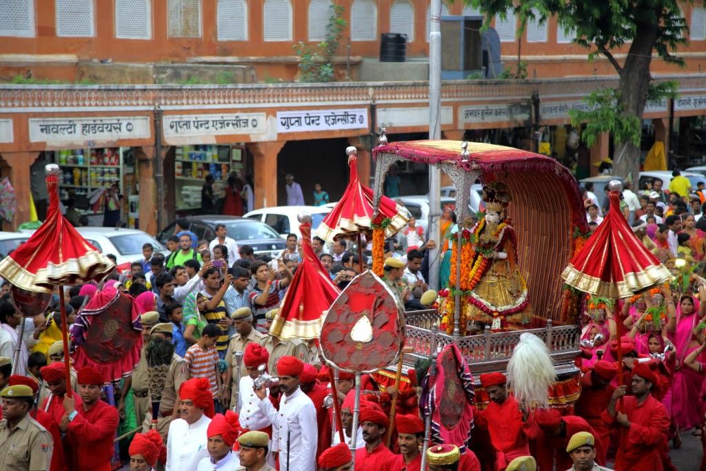 Teej Mata Sawari-Teej in main market-Jaipur-Kaynat Kazi Photography