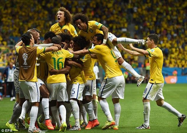 Vitória decisiva: o Brasil comemorar a conquista 1-4 durante o 2014 FIFA World Cup grupo A partida rodada preliminar contra Camarões, no Estádio Nacional, em Brasília, Brasil