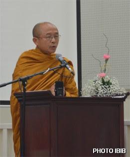 Hòa thường Thích Huyền Việt đọc Diễn văn khai mạc