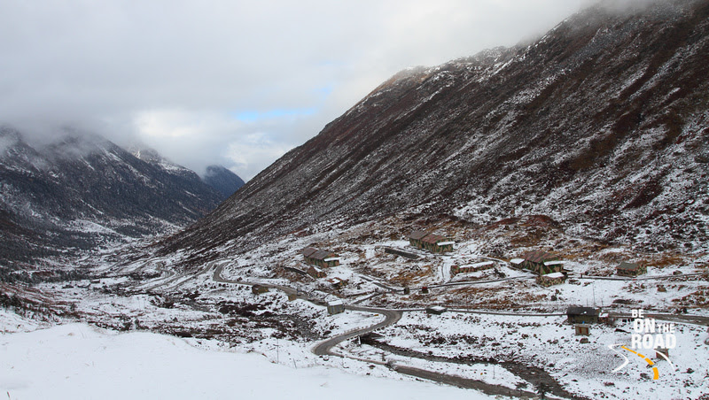 The winding and snowy roads of Sela pass