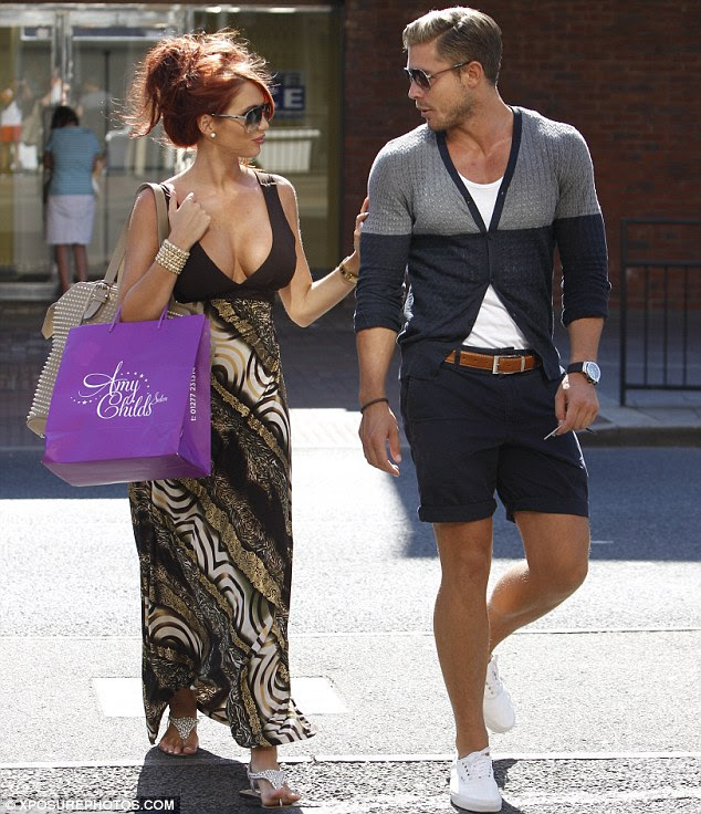 Summery: Amy was joined by her new boyfriend David Peters for their leisurely day in Brentwood