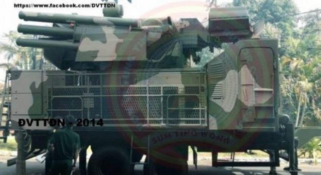 De acuerdo con un informe periódico chino del sistema de defensa aérea Pantsir-S1 de fabricación rusa se encuentra en servicio con el ejército vietnamita. Un panorama comunicados en el sitio web del periódico chino muestra una en alguna parte Pantsir-S1 en Vietnam.