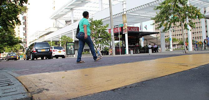 Tránsito da alternativa a conductores, por peatonales del CAM