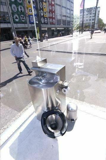 Περίεργες δημόσιες τουαλέτες