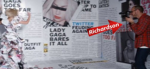 Terry Richardson ainda aparece no vídeo, Gaga photographying sair em manchetes sobre ela.
