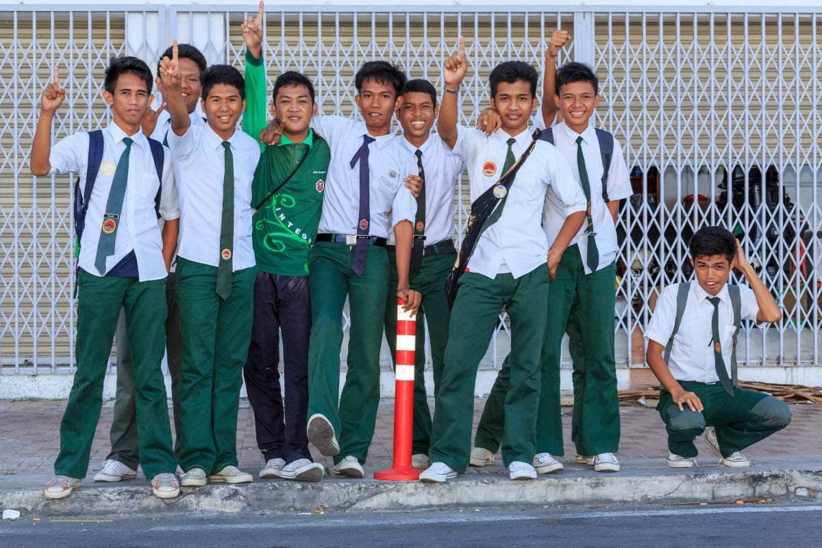 Como são os uniformes escolares em alguns países ao redor do mundo 26