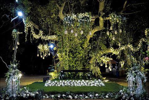 Destination Weddings: Tropical Jungle Destination Wedding