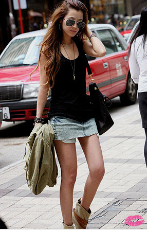 http://favim.com/orig/201106/08/asian-fashion-girl-skirt-tank-top-Favim.com-68470.jpg