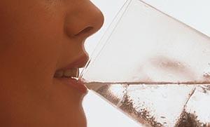 Το αλάτι αυξάνει τη δίψα σου; Η επιστήμη απαντά