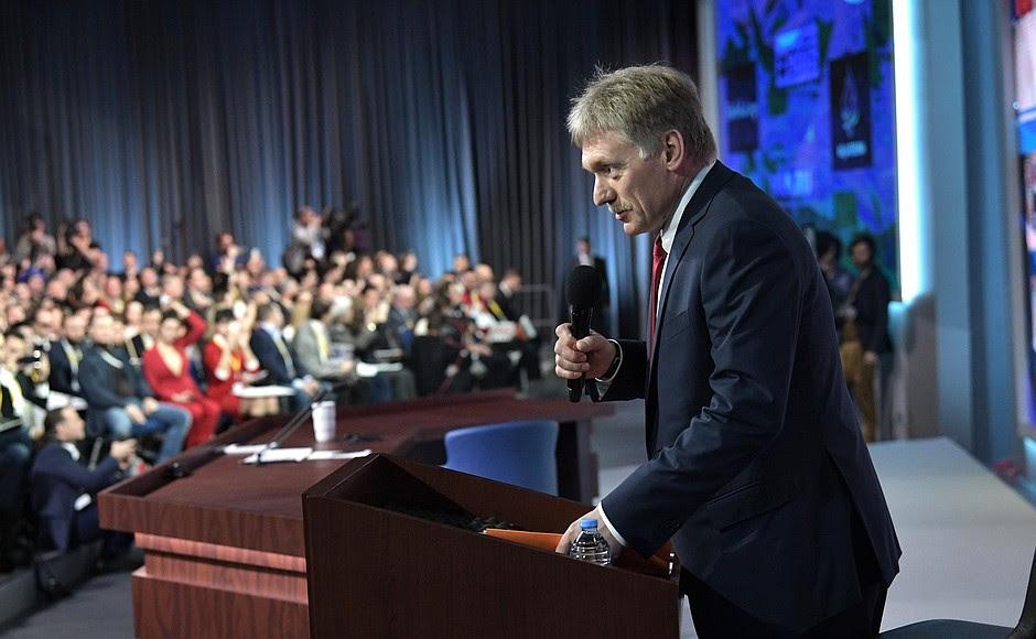 Vice capo dell'amministrazione presidenziale - Il portavoce presidenziale Dmitry Peskov prima dell'inizio della grande conferenza stampa di Vladimir Putin.
