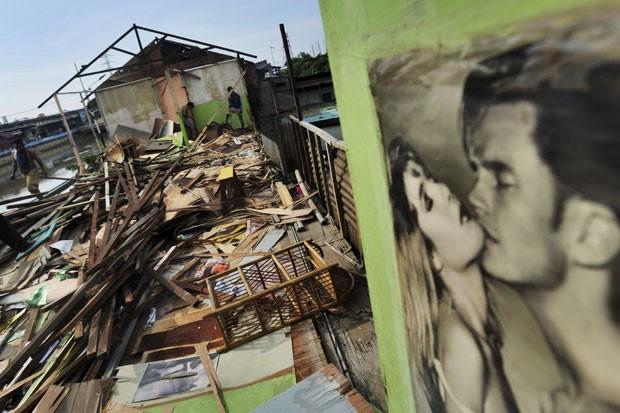 Casa de prostituição em Kalijodo, em Jacarta, foi demolida pelas autoridades (Foto: Wahyu Putro A/Antara Foto/Reuters)