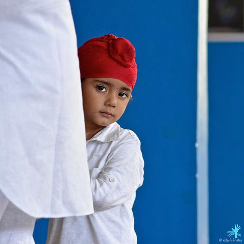 Lil Sikh at Gurudwara Sahib! by Nitesh Bhatia (navapalavalabhatia)