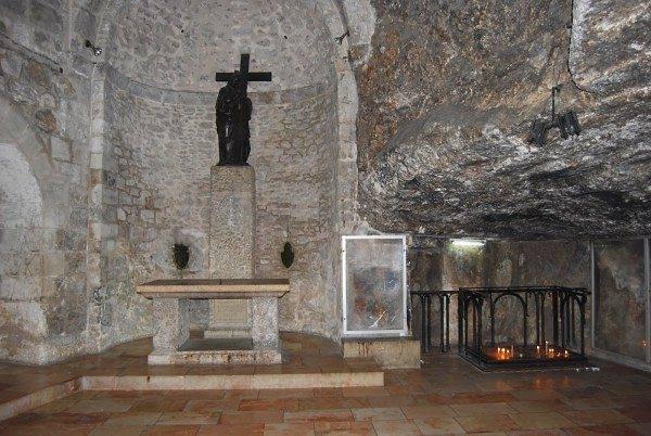 Ιεροσόλυμα Ναός Αναστάσεως: το ακριβές σημείο ευρέσεως του Τιμίου Σταυρού - Φωτογραφία 2