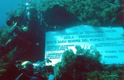 Isola Ferdinandea, la lapide