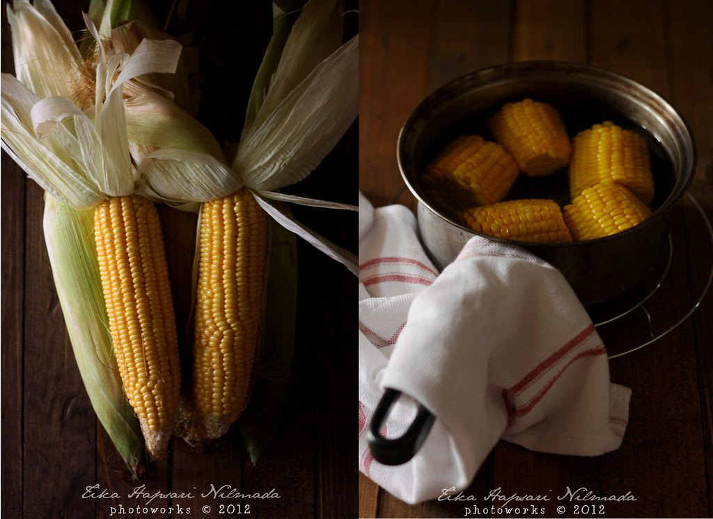 Boiled sweet corn on the cob