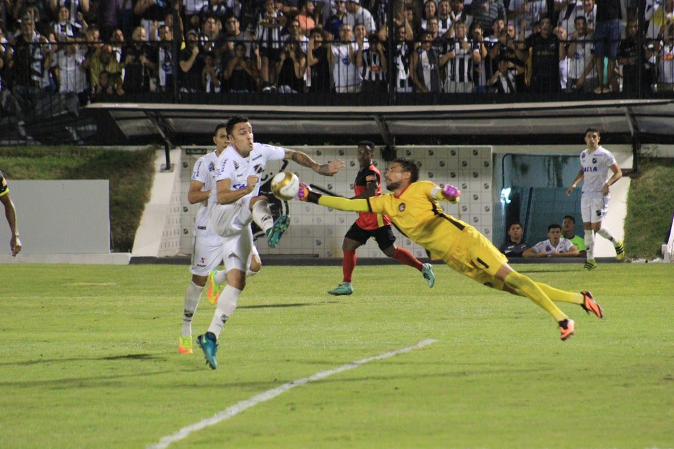Rafael foi o destaque do Globo FC na decisão contra o ABC, no Frasqueirão (Foto: Fabiano de Oliveira/GloboEsporte.com)