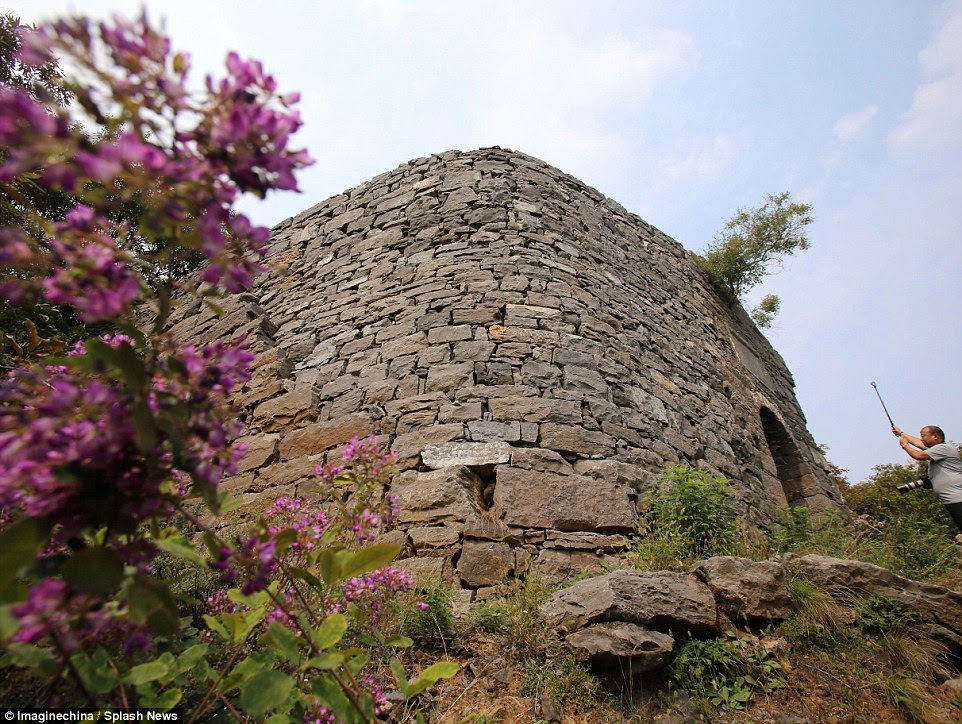 Stone structure has been compared with the Great Wall of China, which was also built using stacked stones, by Chinese media