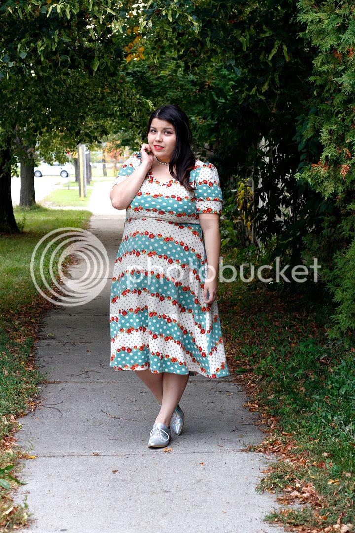 plus size fashion blogger toronto canada voodoo vixen plus size dress floral cute iridescent