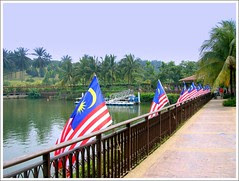 31st August 2006 : Here's to many more years of wealth, love, community and strenght of spirit to ALL Malaysian ! by HL Wang