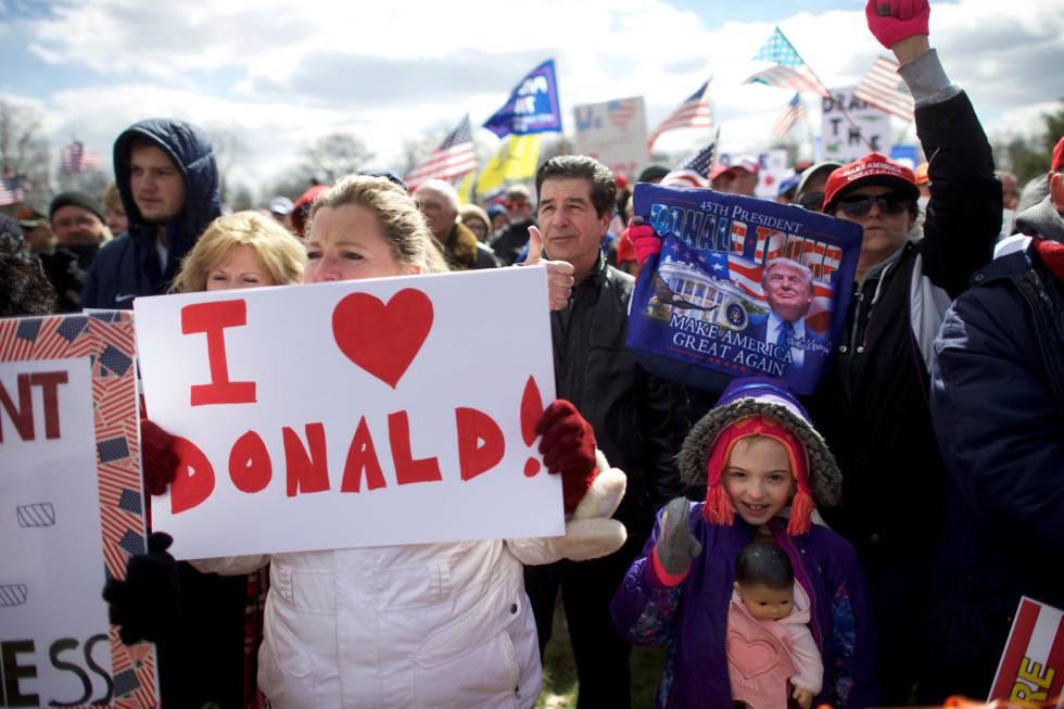 Seguidores de Trump se manifiestan este sábado en Pennsylvania.
