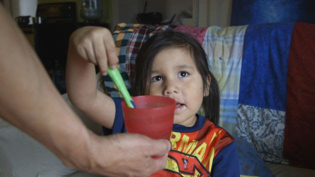 A child in Grassy Narrows First Nation, Ontario, Canada brushes her teeth with bottled water. Water on First Nations reserves is contaminated, inadequately treated or hard to access. April 14, 2016. © 2016 Human Rights Watch