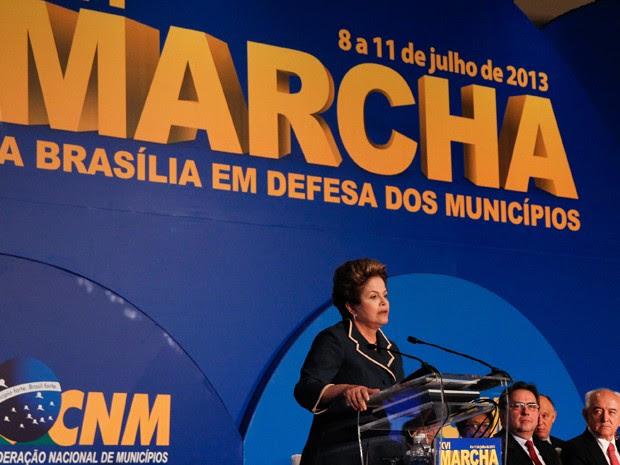 Dilmadicursa a prefeitos na XVI Marcha a Brasília em Defesa dos Municípios. (Foto: Roberto Stuckert Filho/PR)