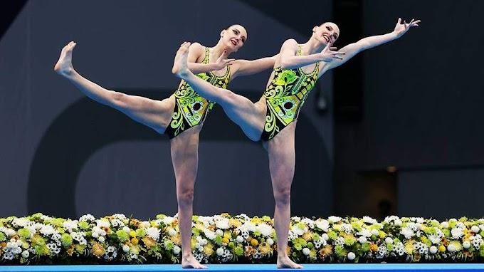 Российские синхронистки выступили на ОИ в купальниках с балалайками