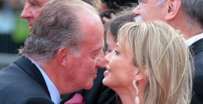 Corinna, junto al rey en un acto en Barcelona en 2006/ EFE
